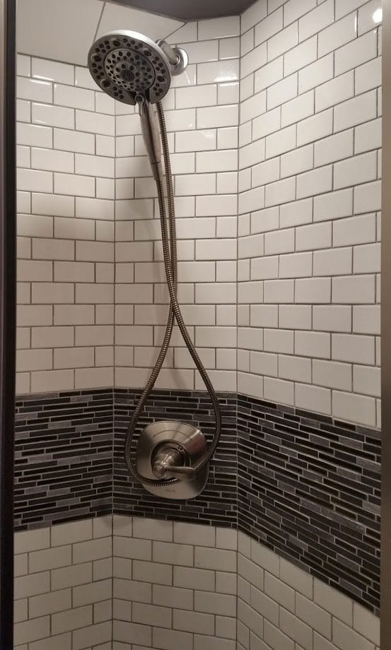 Aeron entertainer coach shower