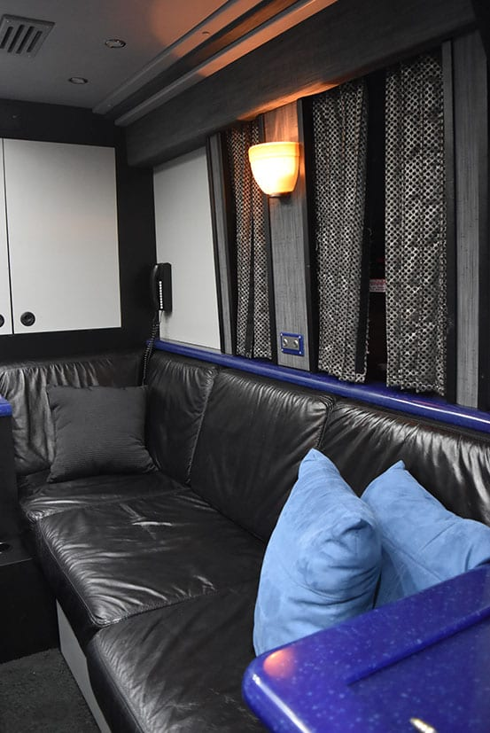 Hoot entertainer coach back lounge