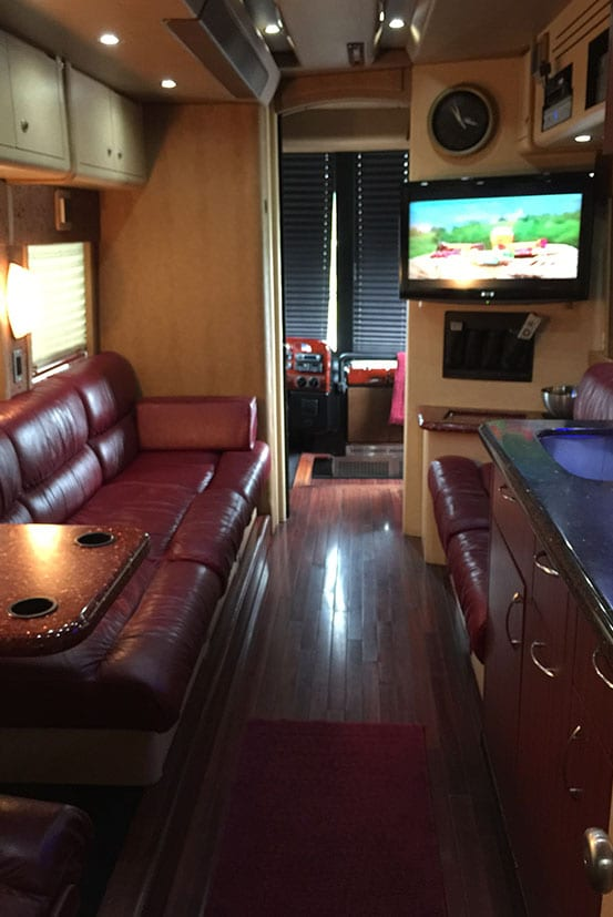 Songbird entertainer coach front lounge